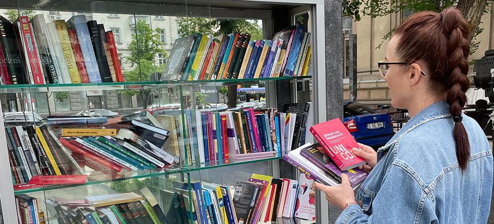 CreditPrime se alătură inițiativei Preturii sectorului Centru de a crea o bibliotecă în aer liber, în Scuarul Mihai Eminescu din Chișinău